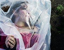 Plasticwrapped dead woman © Rasmus Rasmussen